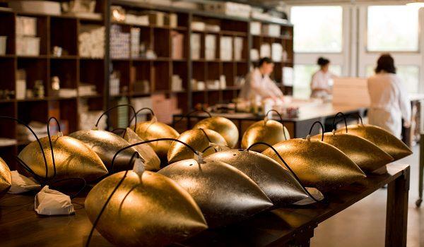 Echte Handarbeit: Die Leuchten von Catellani & Smith – hier zu sehen die Malagola Pendelleuchte – sind echte Unikate und werden in mühevoller Arbeit in der italienischen Leuchtenmanufaktur gefertigt. Fotos: Catellani & Smith