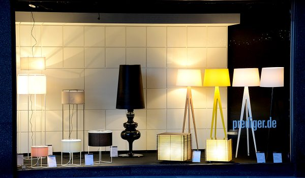 showroom hamburg schaufenster mit spanischem design von. Black Bedroom Furniture Sets. Home Design Ideas