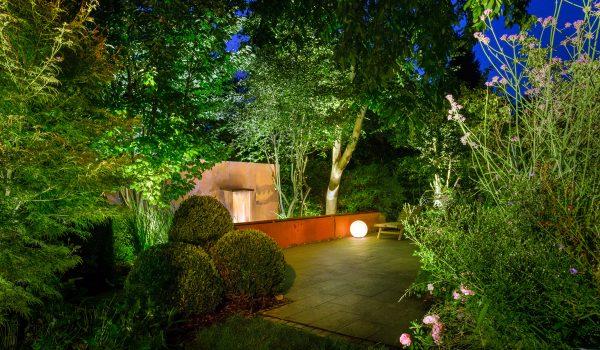gartenbeleuchtung welche leuchten passen zu welchem stil prediger lichtjournal. Black Bedroom Furniture Sets. Home Design Ideas
