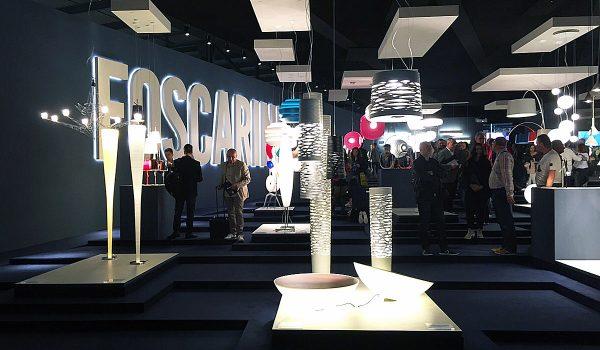 Die Euroluce 2015 war ein großer Erfolg. Insgesamt 475 Aussteller präsentierten sich auf der Leuchten-Messe in Mailand den Einrichtern, Designern, Händlern, Journalisten und an den letzten beiden Tagen auch der interessierten Öffentlichkeit. Fotos: Jörn Töpper/Prediger