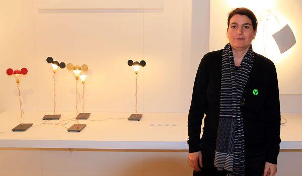 Claude Maurer, die Tochter von Leuchten-Ikone Ingone Maurer, empfing das Prediger Lichtjournal auf der Light + BUilding 2016 zum Interviewtermin. Foto: Prediger