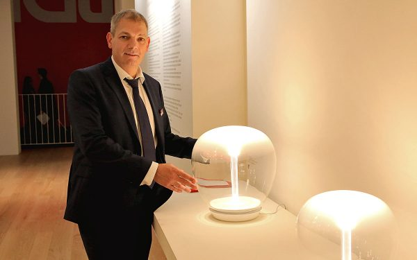 Frank Busch, Vertriebsleiter der Artemide GmbH, stand dem Prediger-Lichtjournal kürzlich auf der Light + Building in Frankfurt Rede und Antwort. Foto: Prediger
