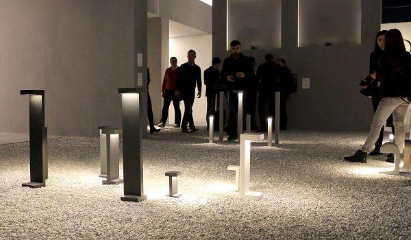 Außenleuchten waren eines der Schwerpunktthemen auf der diesjährigen Light + Building. Im kleinen Messegarten stellte Hersteller Flos unter anderem diese Neuheiten vor. Foto: Prediger