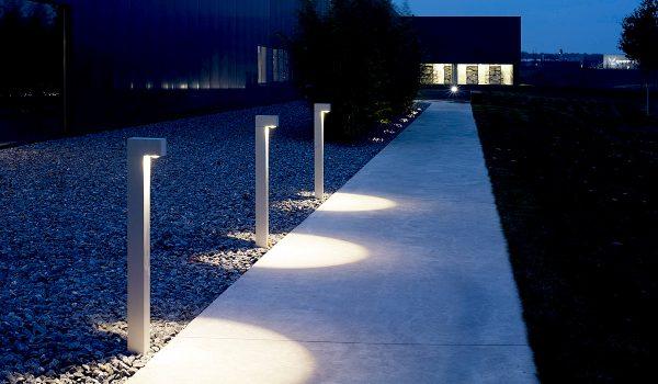 Vor allem bei der Beleuchtung moderner Gärten und Außenbereiche oder an großen Flächen mit Sichtbeton spielen die hochwertigen Leuchten aus dem Hause IP44.de ihre Stärken voll und ganz aus. Foto: IP44.de