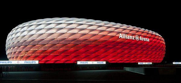 Ab sofort strahlt die Münchner Allianz Arena noch schöner. Dank des modernen LED-Beleuchtungssystems von Philips sind auf der Außenmembran bis zu 16 Millionen Farben und elegante Farbverläufe darstellbar. Foto: Philips Lighting