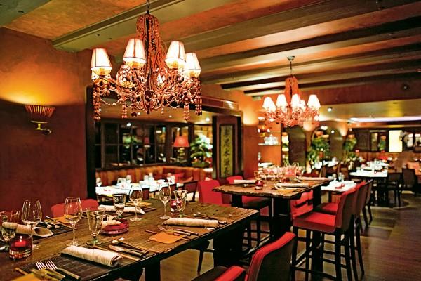 led beleuchtung illuminiert hamburger traditionshaus prediger lichtjournal. Black Bedroom Furniture Sets. Home Design Ideas