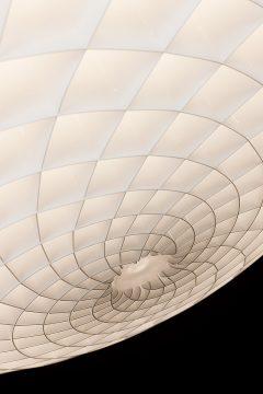 Das spiralförmige Muster erinnert an die Oberfläche eines Tannenzapfens.