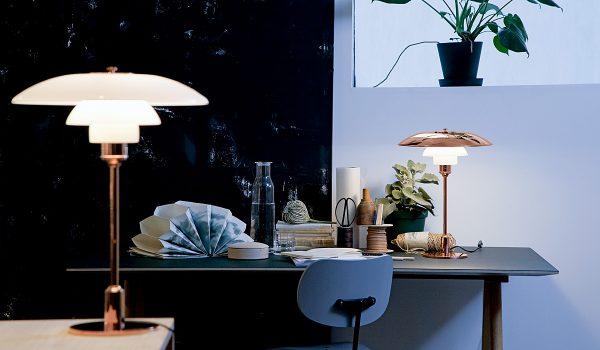 Die streng limitierte Tischleuchte PH 3½ - 2½ wird mit zwei verschiedenen Oberschirmen ausgeliefert – in Kupfer und weißem Opalglas. Fotos: Louis Poulsen