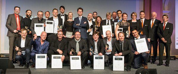 Gute Laune bei den Preisträgern: Insgesamt zehn Planungsbüros wurden am vergangenen Donnerstag in Frankfurt am Main mit dem Deutschen Lichtdesign-Preis 2015 ausgezeichnet. Foto: Christoph Meinschäfer/Deutscher Lichtdesign-Preis