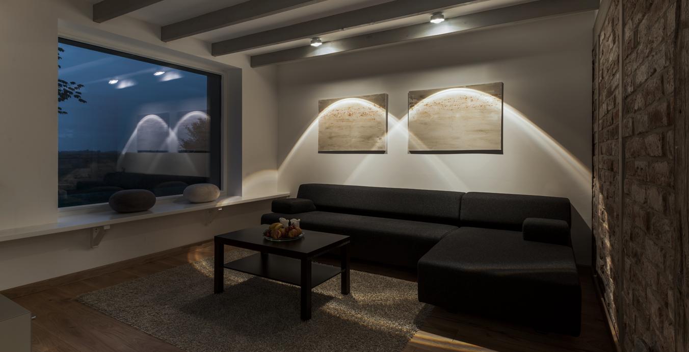Wohnzimmer - Deckenleuchten mit Linsenoptik.