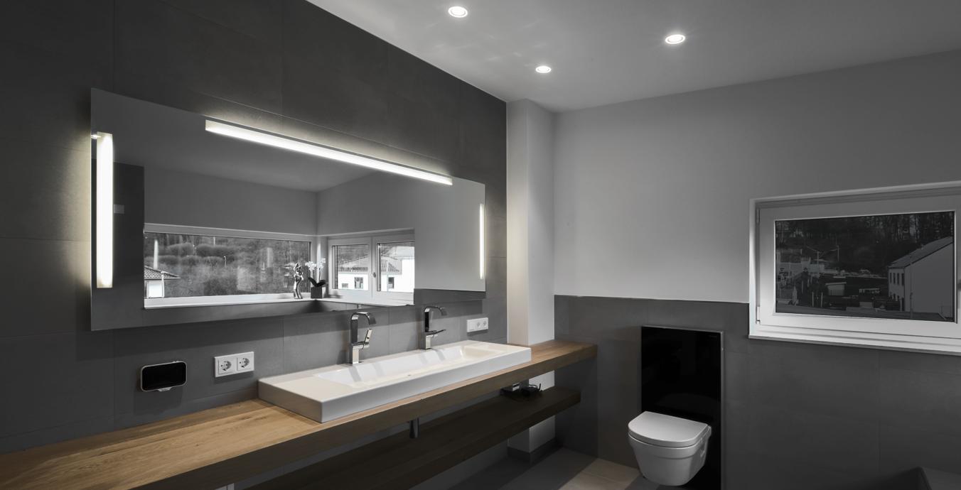 Die Einbau-Downlights p.020 sind bestens fürs Bad geeignet.