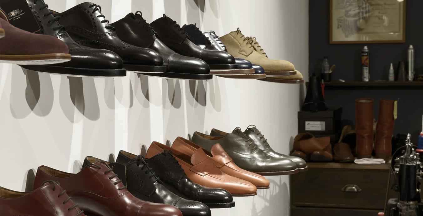Gutes Licht wirkt Wunder – und es sorgt dafür, dass die hochwertigen Schuhe regelrecht glänzen.
