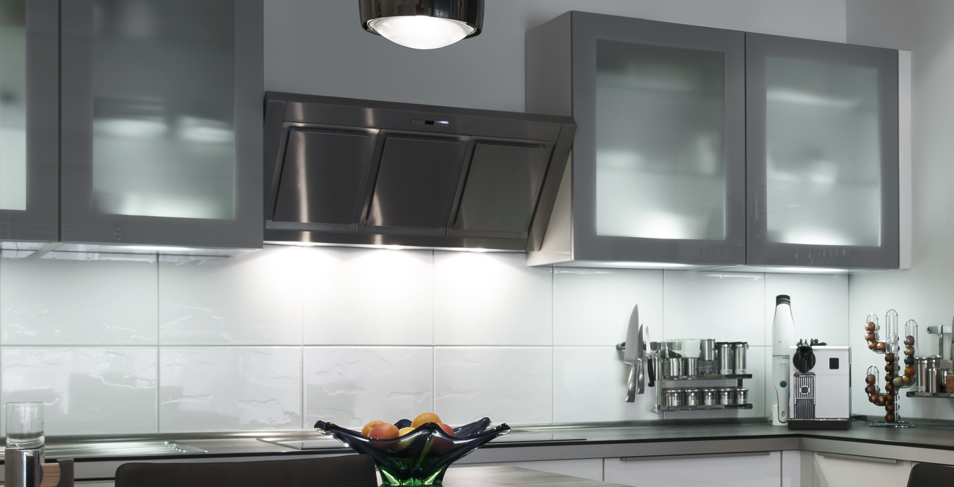 Mit Hilfe von Einbaudownlights wurde in der Küche eine gute Allgemeinbeleuchtung geschaffen.