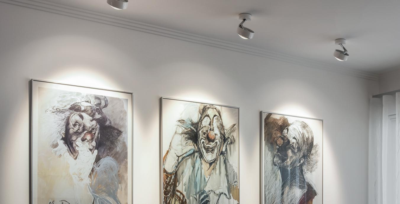 Die Kunstwerke an der Wand wurden ebenfalls perfekt mit Licht in Szene gesetzt.