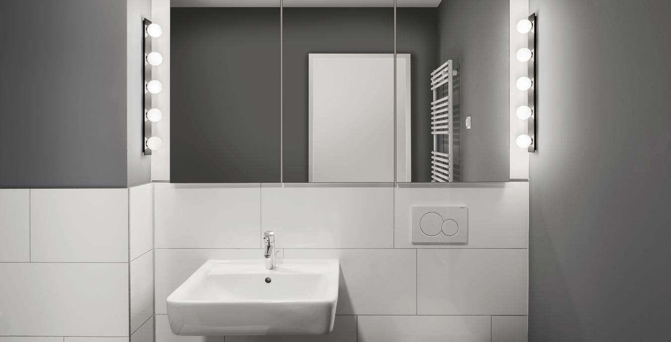 Minimalistisch, aber stilvoll: Das Badezimmer mit den Leuchten von prediger.base und Top Light.