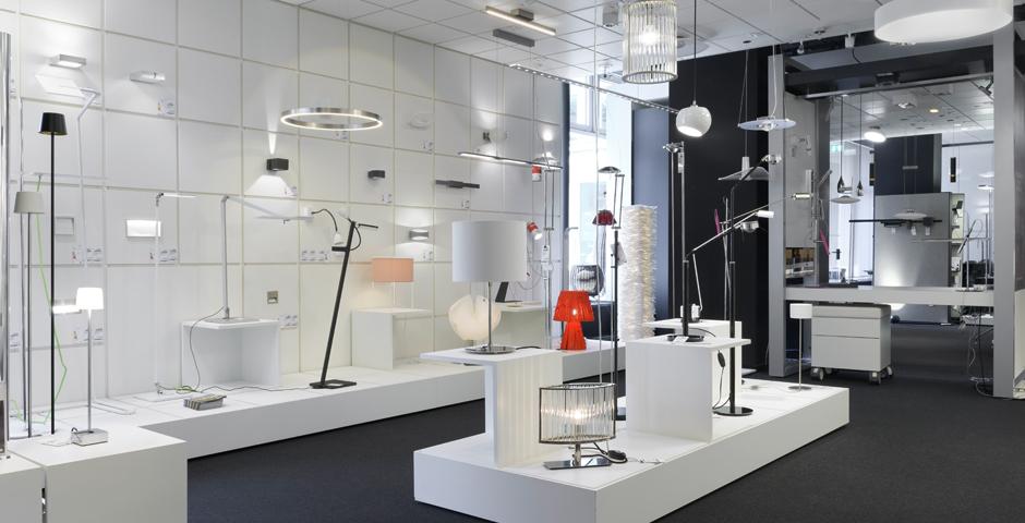 In unserem Berliner Showroom finden Sie eine große Auswahl hochwertiger Leuchten namhafter Hersteller.