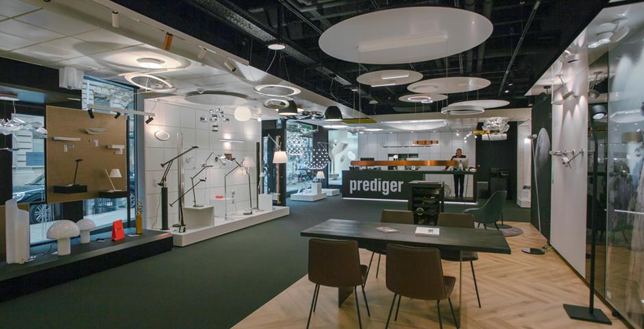 Unser Showroom bietet reichlich Platz für eine entspannte Lichtberatung.